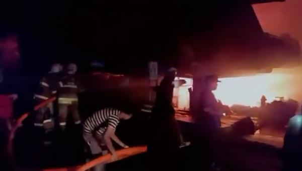 Kebakaran Landa Pasar Inpres Jaksel, Asap Hitam Membumbung Tinggi