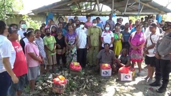 Perindo Kupang Bagikan 300 Paket Sembako untuk Warga Terdampak Badai Seroja