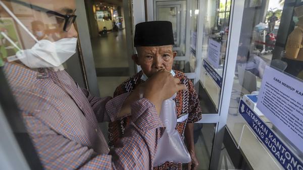 Bandara Makassar Mulai Berlakukan Tes Covid GeNose untuk Penumpang