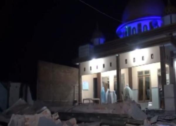 Video Pengungsi Tetap Tarawih dalam Keterbatasan Dampak Gempa