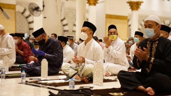 Gubernur Kalbar Sutarmidji Sampaikan Kultum Salat Tarawih di Masjid Raya Mujahiddin