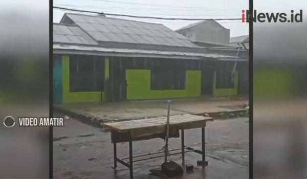 Video Hujan Deras Disertai Butiran Es di Bekasi