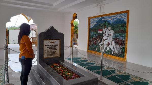 Ramadan, Makam Pahlawan Nasional Tuanku Imam Bonjol di Minahasa Ramai Peziarah