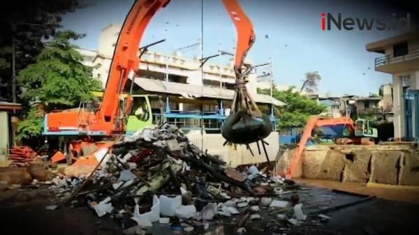 Video Sampah Menumpuk di Pintu Air Manggarai Pascabanjir