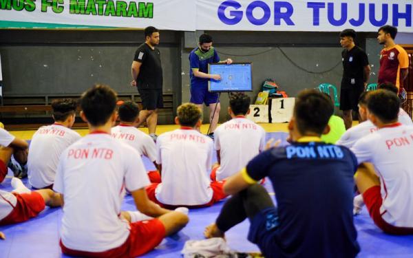 Coach Kensuke Takahashi Berbagi Ilmu ke Tim Futsal PON NTB