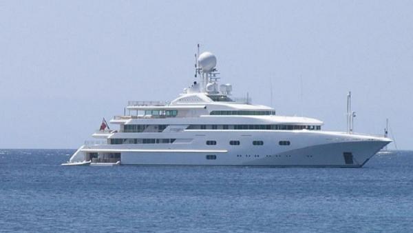 Kapal Pesiar Mini Pangeran MBS Seharga Rp857 Miliar Terlihat di Pantai Inggris