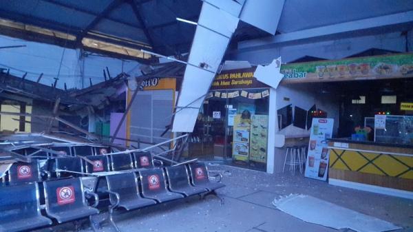 Atap Ruang Tunggu Stasiun Pasar Turi Ambrol, Daop 8: Alhamdulillah Tak Ada Korban