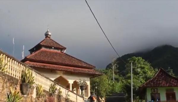 Dijuluki Masjid di Atas Awan, Masjid Al Ikhlas Karangasem Tertinggi di Bali