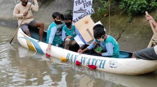 Hanyutkan Kapal Kertas, Anak-Anak di Sukoharjo Doakan Awak Kapal KRI Nanggala-402