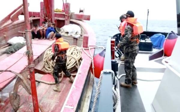 Gigihnya Kapal Pengawas KKP Kejar Pencuri Ikan di Laut Natuna Utara