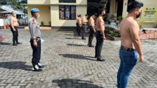 Razia Tato, Personel Polsek Airmadidi Tanggalkan Seragam