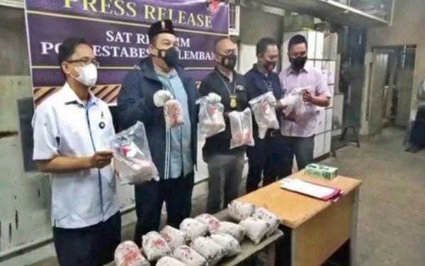 Polisi Buru Aktor Utama Peredaran 8,3 Ton Ikan Giling Berformalin di Palembang