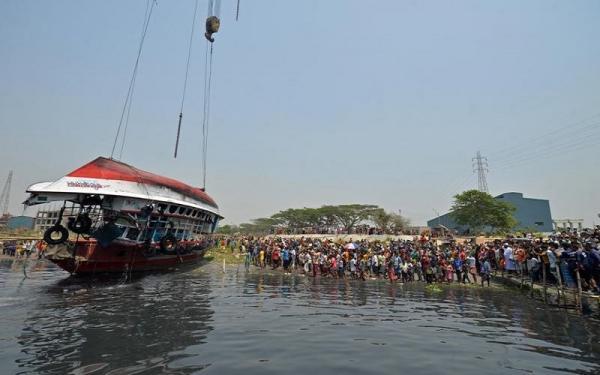 Dua Kapal Tabrakan di Sungai, 26 Tewas, Beberapa Hilang