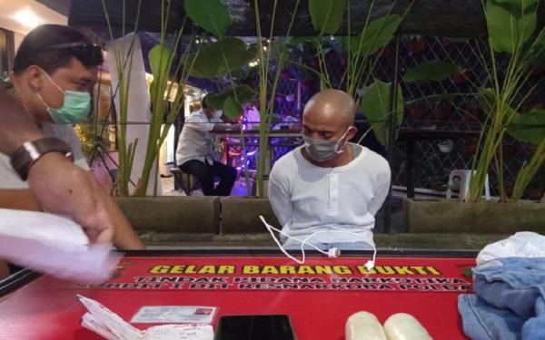 Pria Ini Nekat Selundupkan Sabu dari Batam Lalu Disimpan dalam Kondom