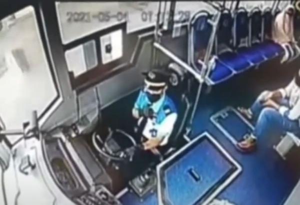 Video Viral Bus Trans Metro Deli Dilempar Batu Terekam CCTV