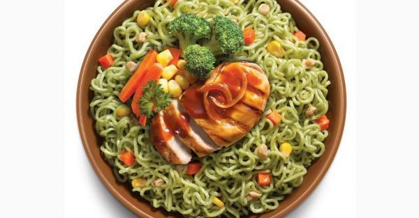 Mencicipi Mi Sehat Terbuat dari Brokoli, Lezat Ada Toping Jagung dan Wortel