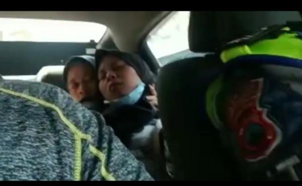 Menegangkan, Detik-detik Polisi Bantu Pemudik yang Akan Melahirkan