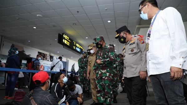 Sehari Jelang Larangan Mudik, Kapolda Sumut dan Pangdam I/BB Sidak ke Bandara Kualanamu