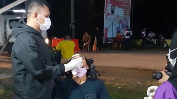 Pemeriksaan Ketat, Pelintas Jalani Tes Kesehatan di Pos Perbatasan Gorontalo-Sulut