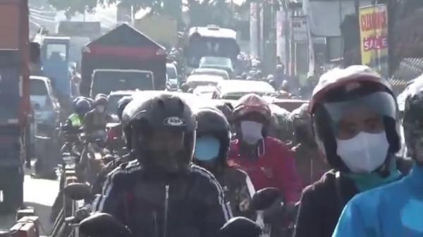 Penyekatan di Batas Kota Bandung, Cibiru Macet 3 Kilometer