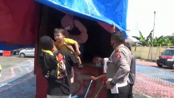 Sembunyi dalam Bak Truk, Pemudik asal Jakarta Terjaring Petugas di Exit Tol Ngawi