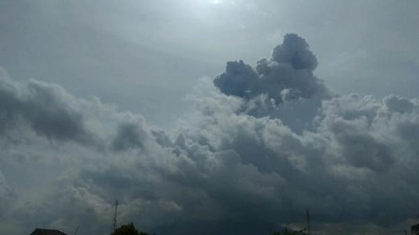 Gunung Sinabung Erupsi, Semburkan Abu Vulkanis Setinggi 3 Km