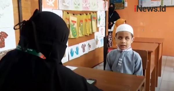 Video Merdunya Lantunan Ayat Suci Alquran dari Hafiz Cilik Disabilitas di Cianjur
