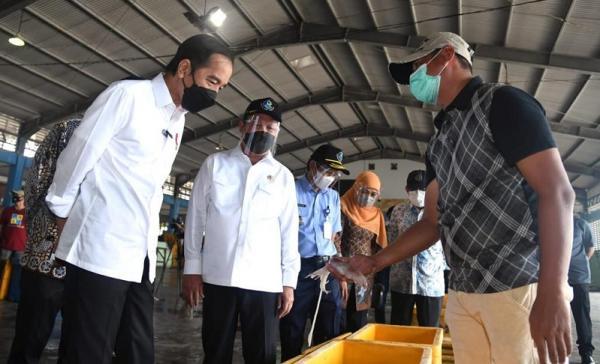 Keruk Pendangkalan Pelabuhan Brondong, Presiden Jokowi Janji Selesai 3 Bulan