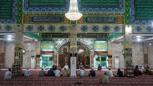 Potret Umat Muslim Baca Alquran dan Doa Lailatul Qadar pada Bulan Ramadan