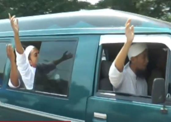 Video Minibus Kelompok Pengajian di Jembatan Suramadu Diminta Balik Arah