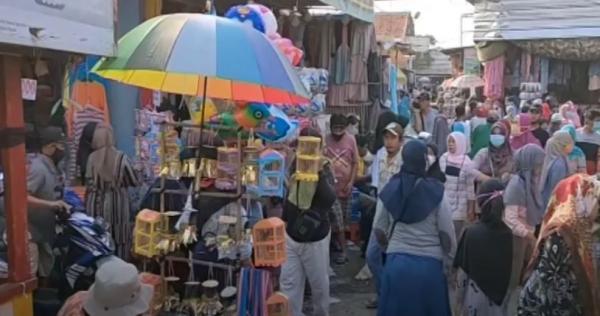 Video Menjelang Lebaran, Pasar di Cirebon Diserbu Warga