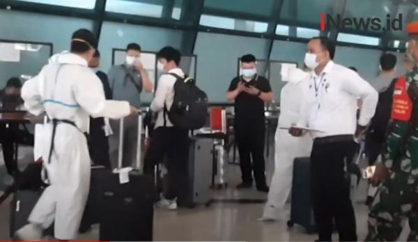 Video Warga Tiongkok Kembali Mendarat di Bandara Soekarno-Hatta