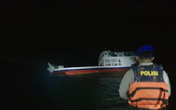 Kapal Feri yang Kandas di Pulau Suwangi Belum Bisa Dievakuasi