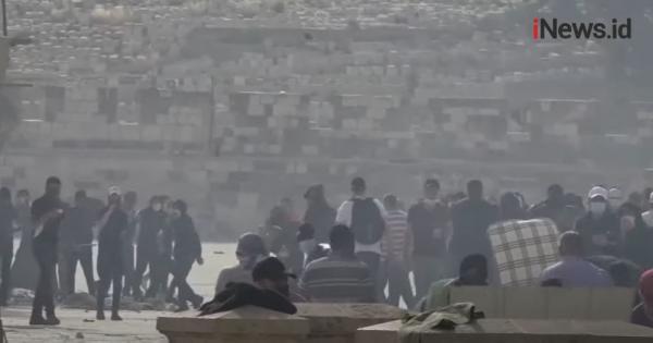 Video Masjid Al Aqsa Diserang, Lebih dari 200 Orang Terluka