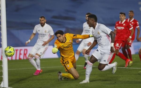 Gol Benzema Dianulir, Real Madrid Ditahan Sevilla dan Gagal Kuasai Klasemen