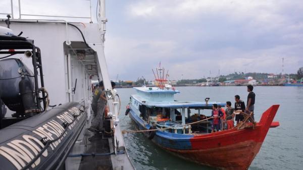 Bakamla Kembali Jemput 8 Nelayan yang Ditangkap di Perbatasan Laut Indonesia-Malaysia