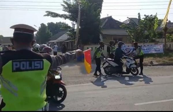 Waduh, Polisi Kewalahan Adang Ratusan Pemudik Motor Terobos  Jalur Pantura Brebes