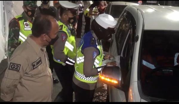 TNI-Polri Razia Penyekatan Mudik d Pantura Tegal, Puluhan Kendaraan Diputar Balik