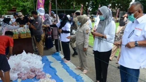 Pasar Serba Rp7.500 di Polda Gorontalo Disambut Antusias, Pembeli Wajib Pakai Masker