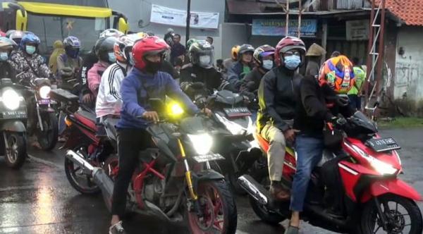 Diarahkan Warga lewat Jalan Tikus, Ratusan Pemudik Motor Melenggang di Pantura Brebes-Tegal