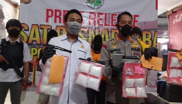 Polres Banjarmasin Tangkap Kakak Adik Pengedar 2 Kilogram Sabu dan Ekstasi