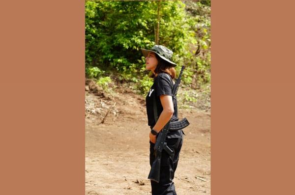 Ratu Kecantikan Myanmar Ikut Angkat Senjata Lawan Junta Militer