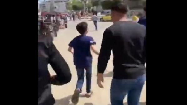 Miris, Ayah Tewas Dibunuh Israel, Bocah Palestina Nangis sambil Lari Iringi Pemakamannya