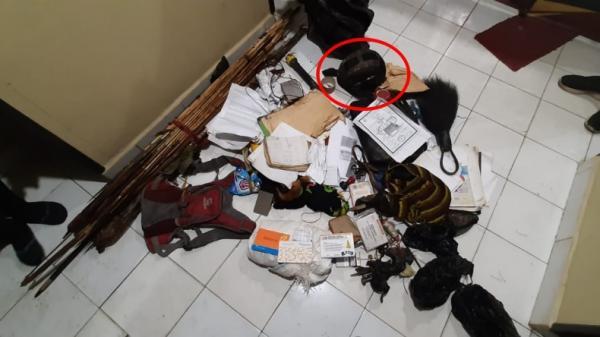 Penampakan Helm Militer Milik Lesmin Waker Penembak Bharada Komang