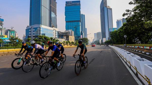 Menikmati Suasana Sepi Kota Jakarta dengan Bersepeda