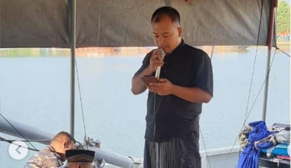 Prajurit TNI KRI Mentawai Rayakan Idul Fitri di Atas Kapal