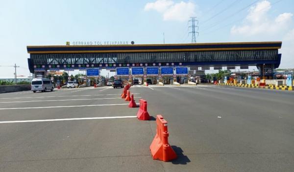 Imbas Larangan Mudik, Kendaraan Masuk ke Surabaya Lewat Tol Turun 60 Persen
