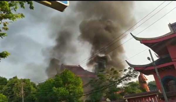 Tempat Lilin di Kelenteng Sam Poo Kong Semarang Ludes Terbakar