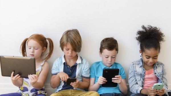 Bahaya Kecanduan Gadget, Anak Harus Mendapatkan Literasi Digital dari Orang Tua