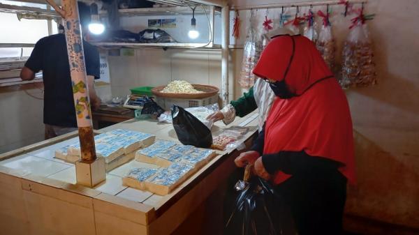 Pascamogok 3 Hari, Tahu dan Tempe di Cimahi Laris Manis Diserbu Pembeli